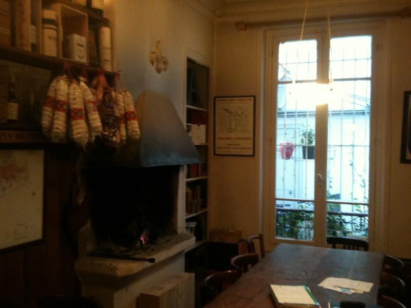 Cheminée et fenêtre sur cour - 33 rue Brunel